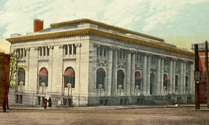 The classical Carnegie Library in 1911. It was dismantled in 1977.