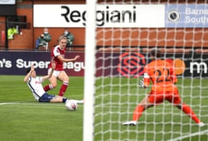 Vivianne Miedema of Arsenal scores her team's second goal.