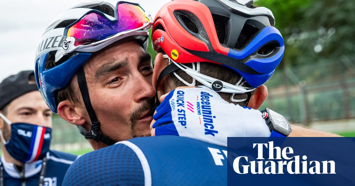 Julian Alaphilippe solos to victory at mens world championship road race