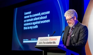 ACTU Secretary Dave Oliver leads male delegates in taking the White Ribbon Oath on day one of the 2015 ACTU Congress in Melbourne.
