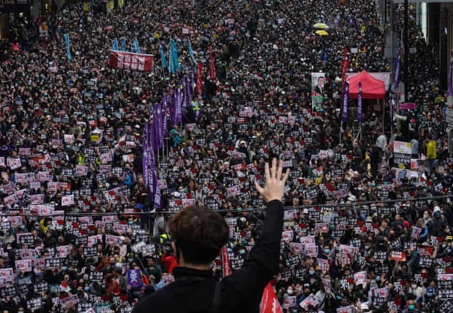 Hundreds of thousands assembled