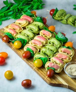 Tortellini skewers with cherry tomatoes, basil and mint