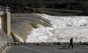 Mass evacuation ordered over flooding threat from Lake Oroville dam