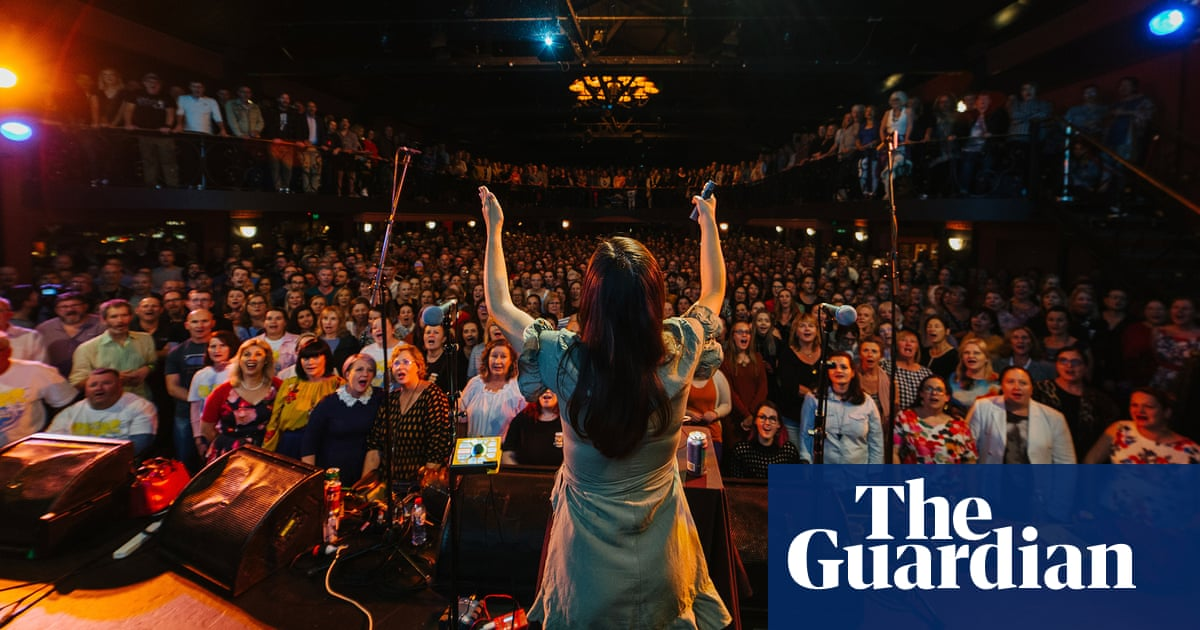 Beer, bass notes and the Bee Gees' Barry Gibb: my night at Brisbane's revitalised Pub Choir