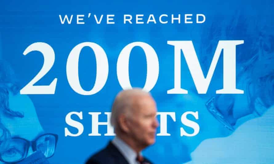 Biden anuncia que Estados Unidos ha alcanzado los 200 millones de vacunas en Washington.