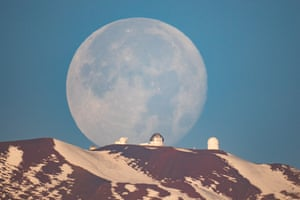 OUR MOON Mauna Kea Moonset © Sean Goebel (USA) – HIGHLY COMMENDED