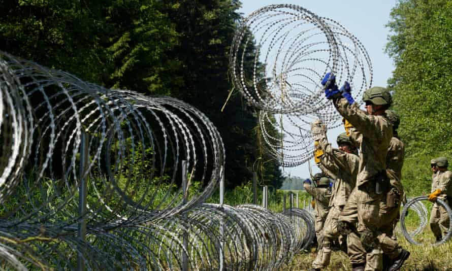 Lithuanian army soldiers installing razor wire on the border with Belarus in Druskininkai last month.