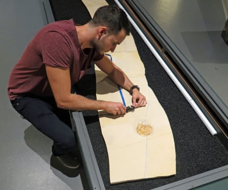 Dean Lomax studying the fossil at the Cosmocaixa Museum, Barcelona, Spain (2016)