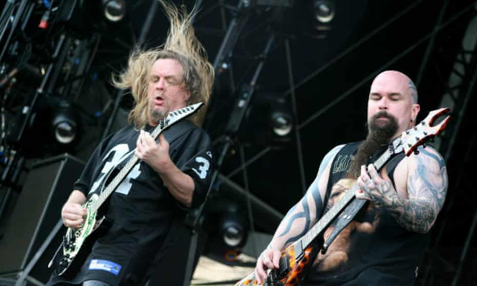 L-R: the late Jeff Hanneman and Kerry King performing at 2007's Download festival.