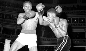 Vanriel (right) fighting Gary Gibson at the Royal Albert Hall in 1983
