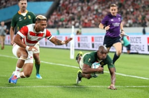 Makazole Mapimpi of South Africa scores his team's third try.