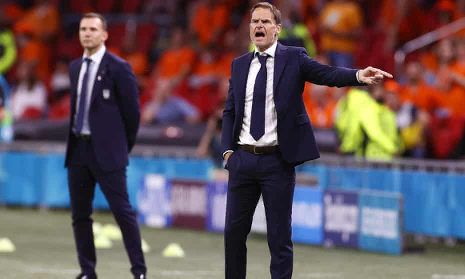 Frank de Boer makes a point from the touchline during the Netherlands' opening win against Ukraine