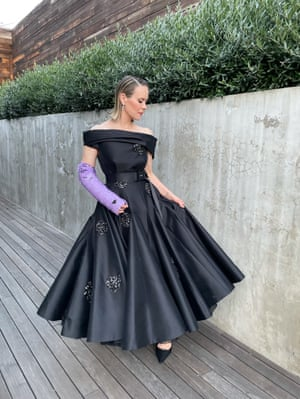 Sarah Paulson did the seemingly impossible and made a cast high-fashion, with a little help from Prada who were also to thank for the gown