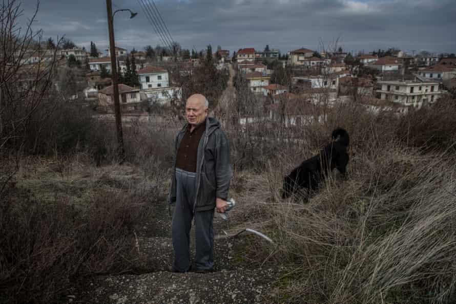 Aristokratis is one of the 10 last residents of Mavropigi.