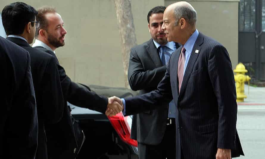 Secretary of homeland security Jeh Johnson was seen shaking hands with Drew Houston, founder and CEO of Dropbox.