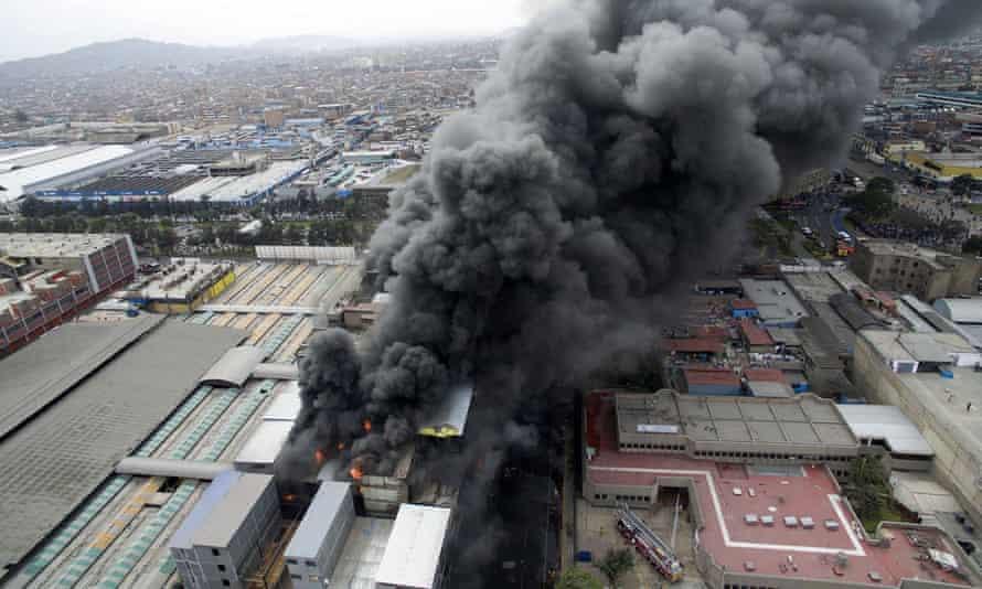 Firefighters battle fire in warehouse in Lima