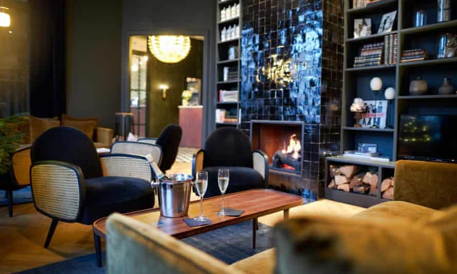 Bar area at Hotel Victoria, Valence