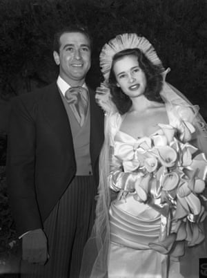 Vanderbilt at her wedding to Pat DiCicco aged 17 in 1941.