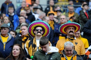 Wolves fans, satisfied with their team in the first half.