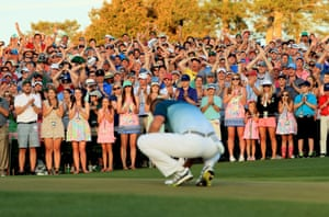 The crowd at the 18th applaud Garcia