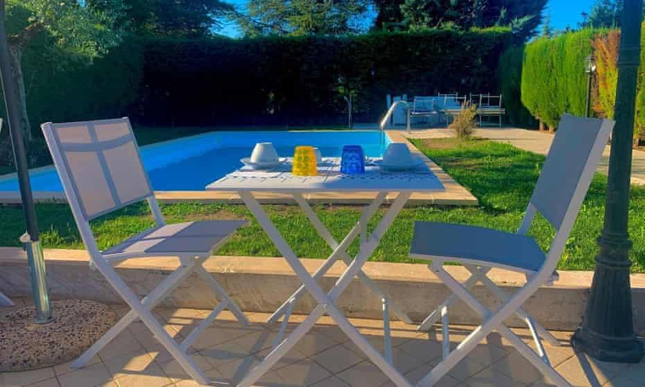 Breakfast by pool at B&B La Sorgente