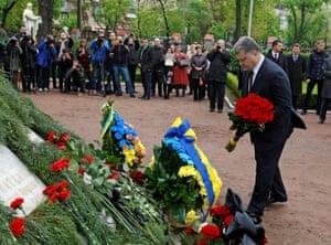 Ukrainian President Petro Poroshenko lays flowers at the monument to the 'Heroes of Chernobyl'