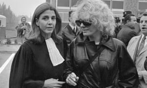 Halimi (left) in October 1972 with the actor Delphine Seyrig during the trial of Marie-Claire Chevalier, a woman accused of illegal abortion