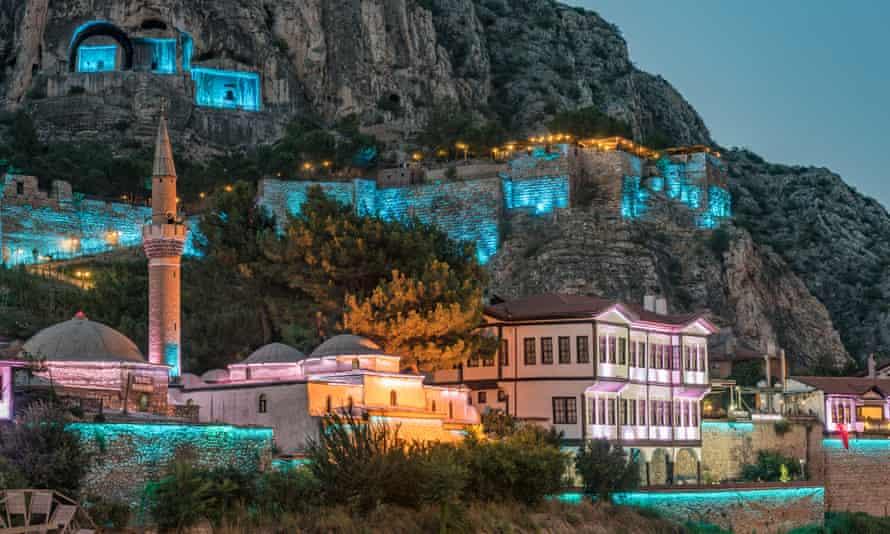 Mansions and rock tombs at Amasya.