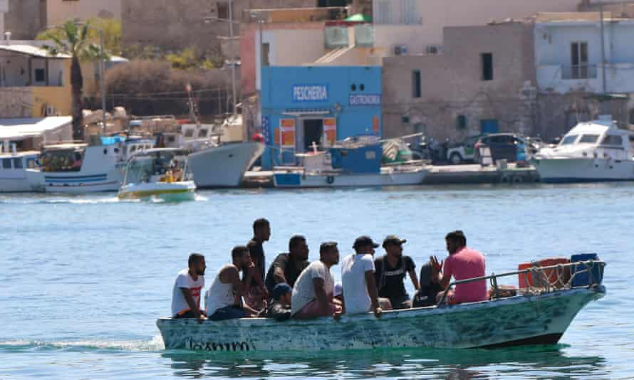 During the Covid crisis, smuggling migrants to Italy has become an additional source of income for some Tunisian fishermen.