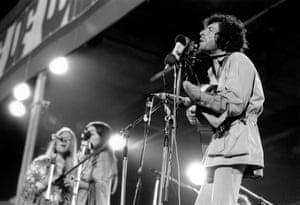 Leonard Cohen plays on 30 August 1970