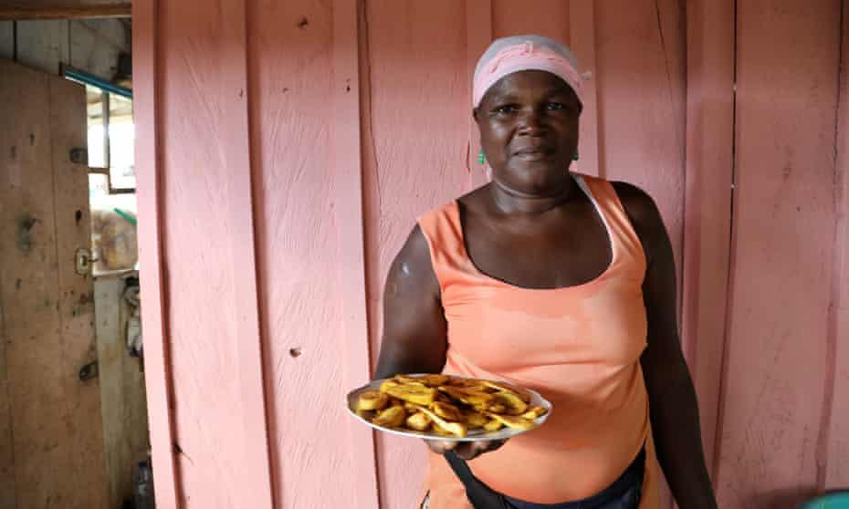 Zinha, owner of the restaurant Vida Custa é Feliz – Life is Hard and Happy