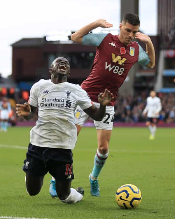 Sadio Mané goes down under a challenge from Frédéric Guilbert on Saturday.