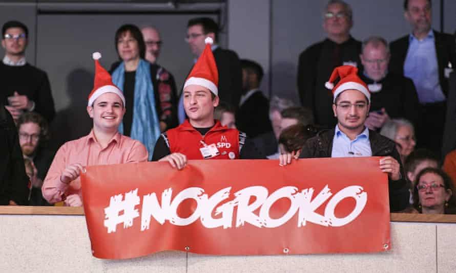 SPD supporters wear red hats in Bonn