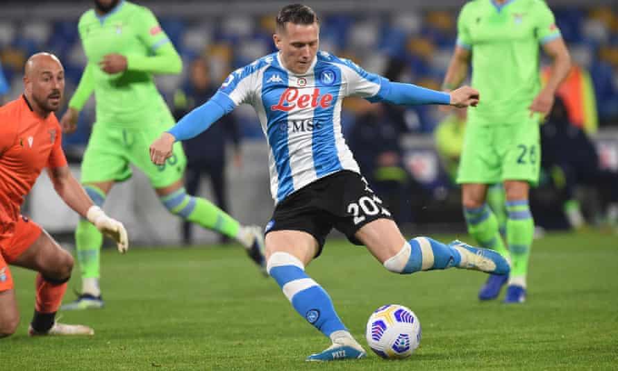 zielinski em ação na série A, onde é um dos principais integrantes do time de Napoli de gennaro gattuso.