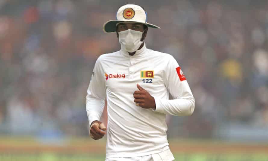 Sri Lanka's captain Dinesh Chandimal fields in a mask.