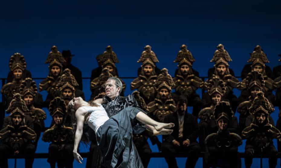 Marine Tournet as Dancer and Giorgio Caoduro as Guy de Montfort in Les vêpres siciliennes.