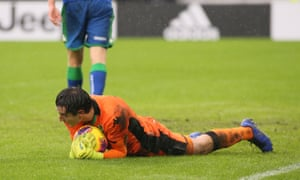 Stefano Turati clutches the ball during his Serie A debut, where he helped Sassuolo earn a point at Juventus.