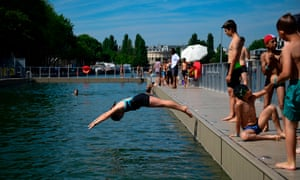 Children dive into the swimming pool at La Villette in Paris