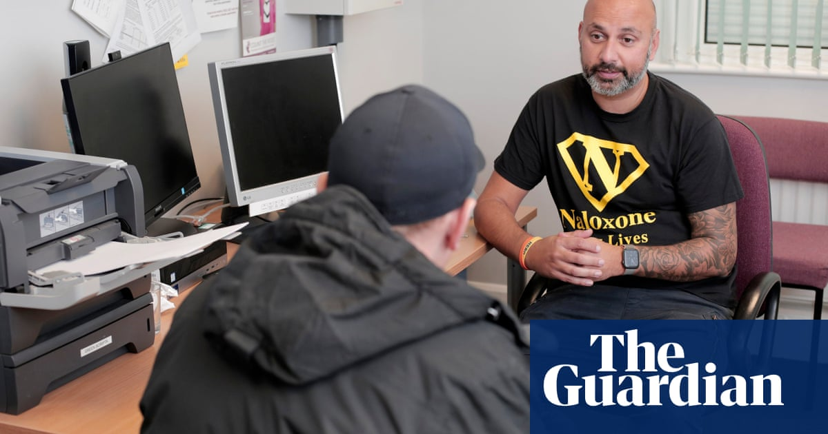 Senior UK police officer backs pioneering synthetic heroin clinics