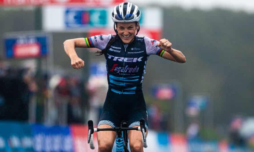 Lizzie Deignan celebrates victory in the GP de Plouay in France in August 2020