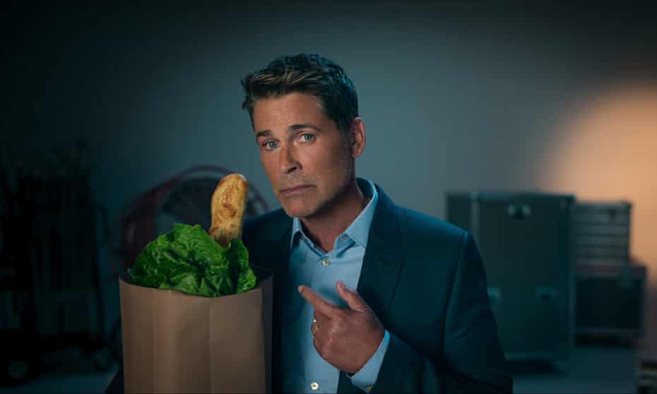 Rob Lowe with one of Hollywood's favourite domestic interiors props: the grocery bag with a baguette sticking out of it.