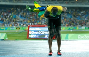 Usain Bolt takes a bow on his lap of honour after winning the men's 200m final
