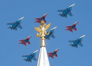 Fighters fly in formation in Moscow
