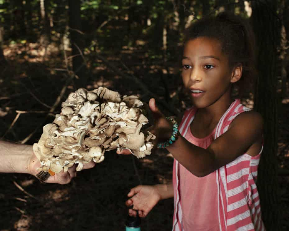 Juliette Dje explores a Hen of the Woods (Grifola frondosa) foraged by Vanja Seferovic.