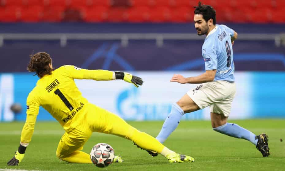 Ilkay Gündogan pokes the ball past Yann Sommer to end a flowing move and put Manchester 4-0 up on aggregate.