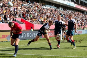 Blaine Scully of the U.S. celebrates with team mates scoring their first try.