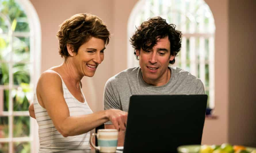 Tamsin Greig withStephen Mangan in the TV sitcom Episodes.