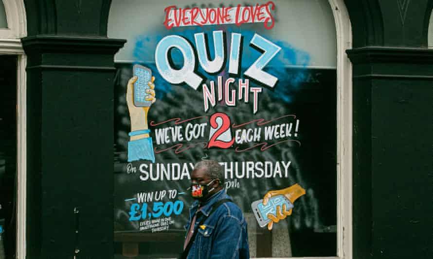 A pub in Putney, London, advertising quiz nights, December 2020
