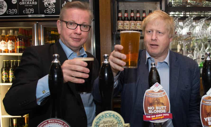 Boris Johnson, right, and Michael Gove pull pints in a pub during the 2016 Vote Leave campaign.