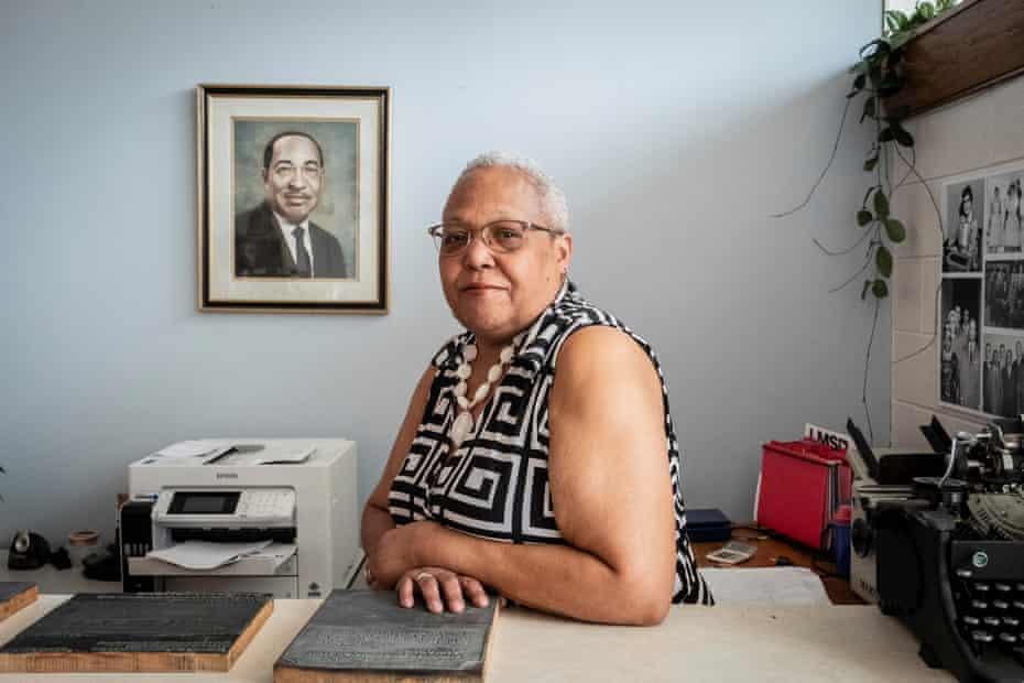 Williams-Dillard encabeza el periódico desde donde una vez se sentó su abuelo.
